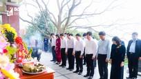 Đồng chí Phan Đình Trạc dâng hoa, dâng hương tại Khu Di tích Kim Liên