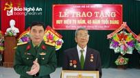 Huyện Quế Phong trao tặng Huy hiệu Đảng cho các đảng viên
