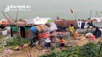 'Gói riêng, chụm lửa chung' nấu bánh chưng Tết bên sông Lam