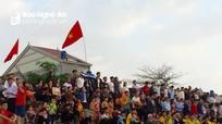 Ngư dân miền biển Nghệ An nô nức với lễ hội đua thuyền đầu năm