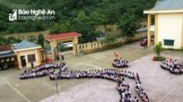 Ấn tượng với màn xếp hình bản đồ Việt Nam của học sinh nơi miền Tây Nghệ An