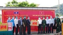 Tỉnh Nghệ An tặng tỉnh Xiêng Khoảng (Lào) trang thiết bị y tế phòng, chống dịch Covid -19