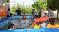 Tặng bể bơi thông minh cho xã vùng giáo ở Hưng Nguyên