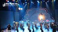 Nhiều nghệ sỹ nổi tiếng biểu diễn tại thành Vinh kêu gọi ủng hộ vùng lũ miền Trung