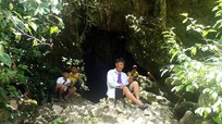 Người dân Nghệ An kéo nhau vào hang tránh nóng