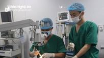 Nghệ An: Phẫu thuật cấp cứu thành công bé gái 19 tháng tuổi bị đinh đâm xuyên mắt
