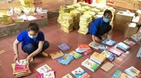 Shipper '0 đồng' chuyển sách giáo khoa cho học sinh ở Đô Lương