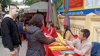 Nghệ An: Nhiều người đến đền, chùa thờ ơ với khuyến cáo 5K