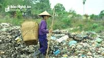 Bãi rác khổng lồ nằm giữa nghĩa trang thị trấn Kim Sơn (Quế Phong)