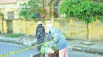 Hình ảnh người dân TP Vinh tiếp tế cho người thân trong khu vực phong tỏa