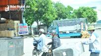 Nghệ An: Xe khách 'đắp chiếu' nằm chờ, xe tải tấp nập ra, vào bến