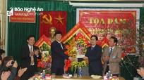 Đồng chí Lê Xuân Đại chúc mừng các đơn vị y tế ở Quỳnh Lưu