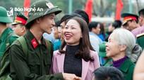 Hình ảnh tân binh Nghệ An chia tay người thân lên đường nhập ngũ
