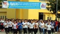 """Gần 100 nữ sinh sư phạm thi chạy việt dã trong """"Ngày hội đoàn viên"""""""