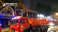 Lính cứu hỏa chấp nhận bị bỏng, lao vào lửa táp chữa cháy trong vụ nổ nhà hàng