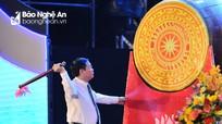 Phó Thủ tướng Vương Đình Huệ đánh trống khai mạc Lễ hội du lịch biển Cửa Lò 2018