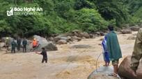 Công nhân băng rừng, lội suối khắc phục sự cố điện cho người dân sau lũ