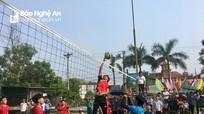 Gần 400 VĐV tranh tài ở giải bóng chuyền lễ hội Làng Sen