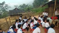 Nghệ An: Dân dựng lán làm trường vì vết nứt bí ẩn vây quanh bản