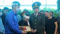 Truy tặng Huy hiệu 'Tuổi trẻ dũng cảm' cho Thượng úy công an hy sinh khi làm nhiệm vụ ở Nghệ An