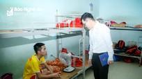 Sao trẻ SLNA được ra Hà Nội điều trị chấn thương