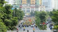 Hàng nghìn CĐV xứ Nghệ diễu hành rầm rộ, tiến về sân Hàng Đẫy