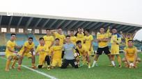 """Cầu thủ Sông Lam Nghệ An """"phiêu dạt"""" khi V.League khép lại"""