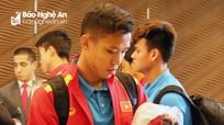 Vòng 1/8 Asian Cup 2019: Thủ quân Quế Ngọc Hải đến Dubai với mí mắt thâm bầm