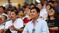 HLV Hữu Thắng chứng kiến Hồ Tuấn Tài chọc thủng lưới CLB TP Hồ Chí Minh