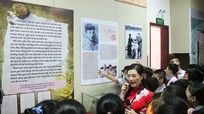 Học sinh Nghệ An hào hứng với những kỷ vật 'Ký ức thời hoa lửa'
