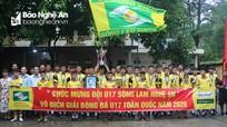 UBND tỉnh Nghệ An và nhà tài trợ thưởng nóng nhà vô địch U17 SLNA
