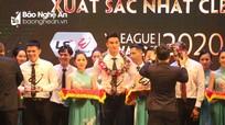 Thủ môn Nguyên Mạnh, Trọng Hoàng và thủ môn SLNA được vinh danh