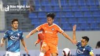 'Bão' chấn thương càn quét V.League 2021, Sông Lam Nghệ An 'dính' 3 ca