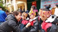 280 áo ấm đến với học sinh nghèo ở Con Cuông