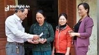 Trao gần 18 triệu đồng cho gia đình khó khăn ở Nghĩa Đàn  