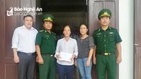 Đồn Biên phòng Quỳnh Thuận tặng quà cho gia đình khó khăn