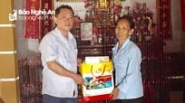 Tặng quà cho người có công với cách mạng trên địa bàn huyện Tân Kỳ