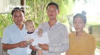 Trao hơn 17 triệu đồng hỗ trợ bé 9 tháng tuổi bị tim bẩm sinh