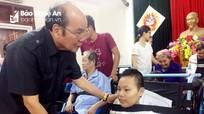 Trao 20 xe lăn cho người khuyết tật ở huyện Yên Thành