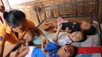 Xót thương gia đình có 4 đứa con bại não