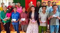 Phật tử chùa An Thái tặng quà hộ nghèo ở Tân Kỳ