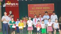 Hoạt động giúp đỡ học sinh nghèo nhân Tháng hành động Vì trẻ em