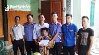 Tặng quà tiếp sức đến trường cho học sinh nghèo đầu năm học mới