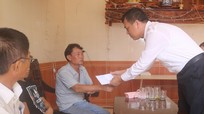 Lãnh đạo huyện Quỳnh Lưu thăm hỏi, động viên gia đình 7 thuyền viên gặp nạn trên biển