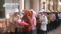 Hội từ thiện tỉnh Đồng Nai trao 100 suất quà cho giáo dân nghèo ở Quỳnh Lưu
