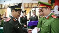 Thiếu tướng Nguyễn Hữu Cầu chúc Tết Công an 2 huyện vùng cao