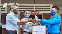 Sàn BĐS Tâm Quê tặng hàng nghìn chai nước rửa tay sát khuẩn và khẩu trang cho người dân