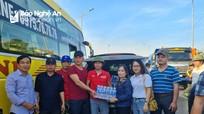 Hội Nhà báo, Hội Doanh nhân trẻ Nghệ An trao hơn 2 tấn quà cho đồng bào vùng lũ Lệ Thủy (Quảng Bình)