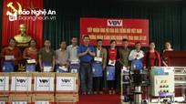 Đài Tiếng nói Việt Nam trao tặng quà người dân Yên Thành bị ảnh hưởng mưa lũ
