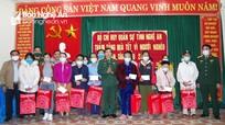 Bộ CHQS tỉnh Nghệ An tặng quà tết và hỗ trợ sửa chữa nhà hộ nghèo miền Tây